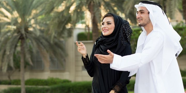 4 Things Hardly Ever Practiced by Women in Saudi Arabia Interacting with men