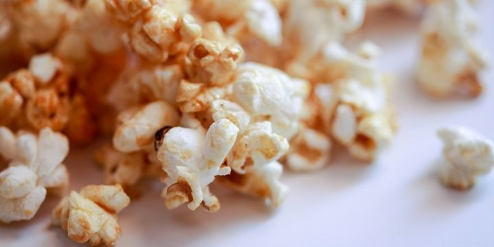 7 Harmful Habits That Can Unnoticeably Ruin Your Health Microwaving Popcorn
