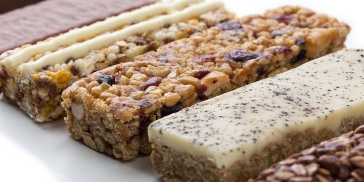 8 Tips to Help Busy People Stay Healthy Protein powder and bars